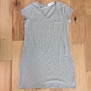Gap v-neck pocket t-shirt dress